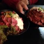 神戸で人気の肉バル「RedRock(レッドロック)」でローストビーフ丼!(^^)!